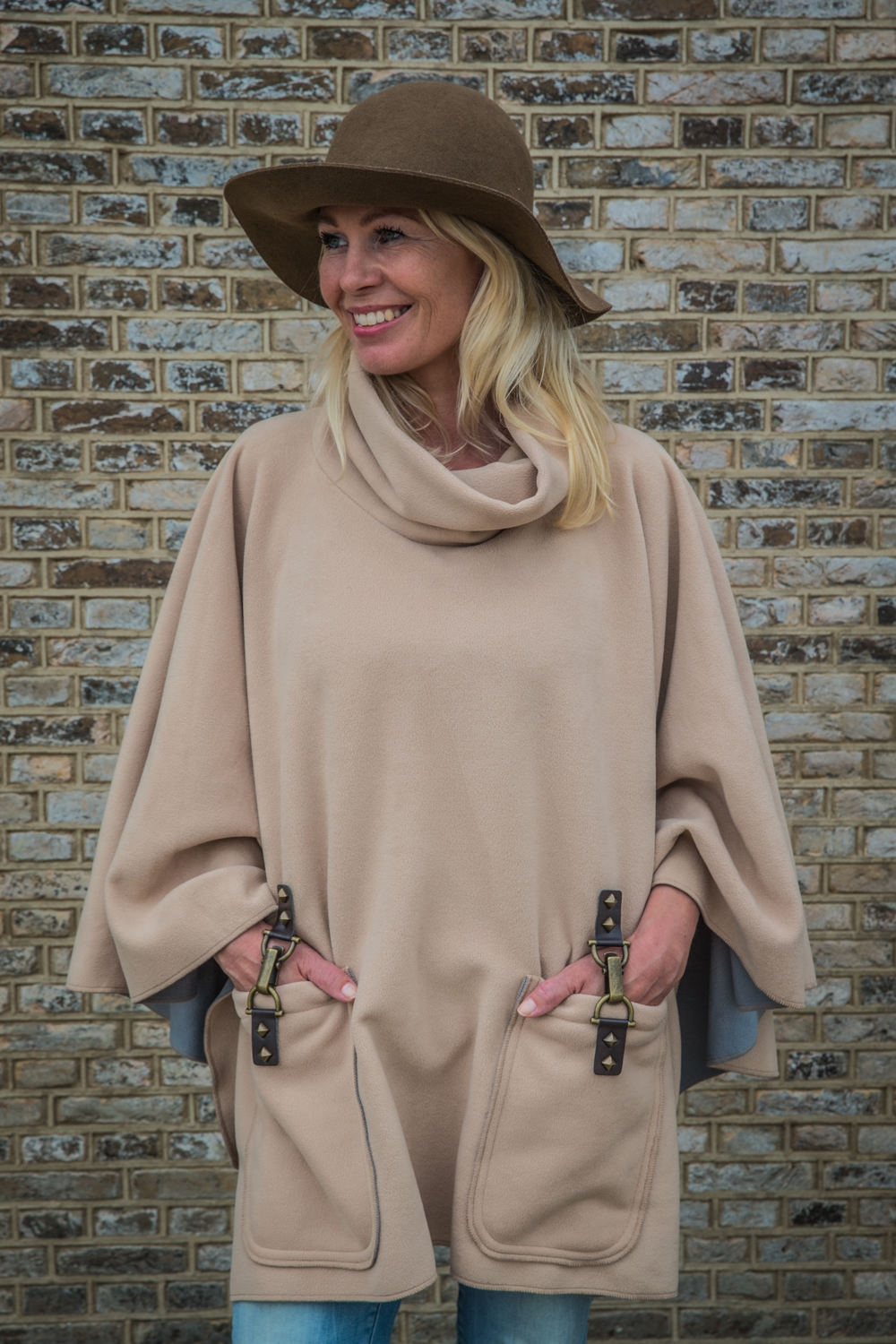 Abrazo Fashion Poncho Rough 18